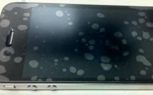 Появился пузырь под защитным стеклом на телефоне